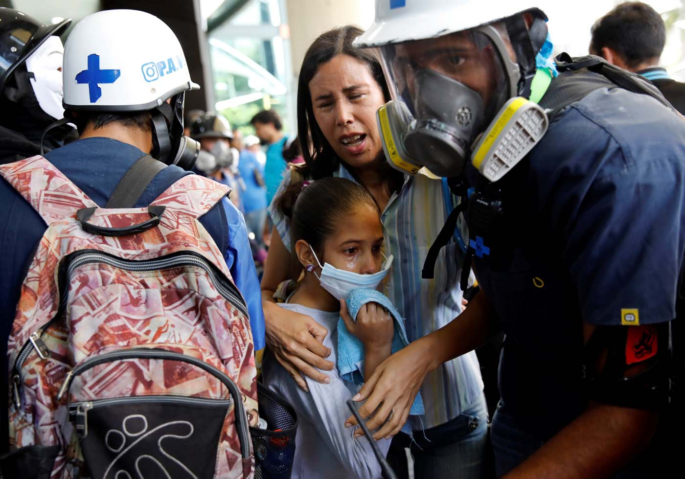 A woman and a girl get medical attention outside a shopping mall after smoke from tear gas fired by security forces got inside of it during clashes at a rally against Venezuelan President Nicolas Maduro's government in Caracas, Venezuela, July 6, 2017. REUTERS/Carlos Garcia Rawlins