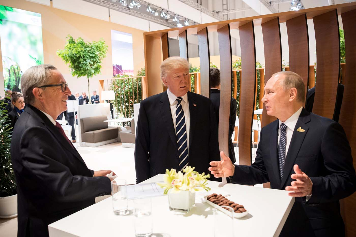 U.S. President Donald Trump, Russia's President Vladimir Putin and President of the European Commission Jean-Claude Juncker talk during the G20 Summit in Hamburg, Germany in this still image taken from video, July 7, 2017. REUTERS/Steffen Kugler/Courtesy of Bundesregierung/Handout via REUTERS ATTENTION EDITORS - THIS PICTURE WAS PROVIDED BY A THIRD PARTY. NO RESALES. NO ARCHIVE