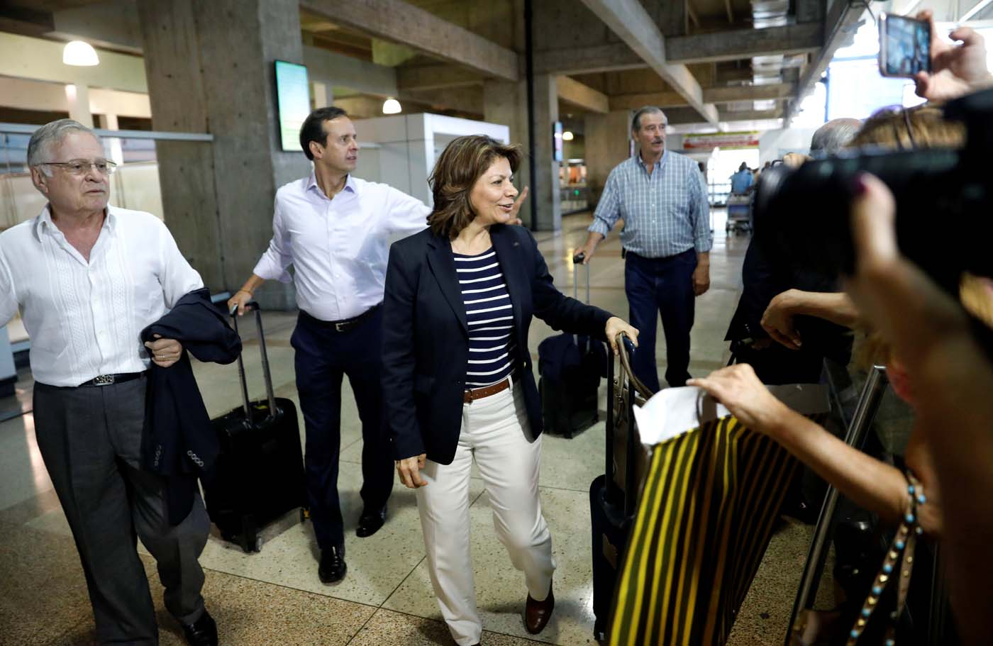 The former presidents of Costa Rica Laura Chinchilla (front R) and Miguel Angel Rodriguez (L), Bolivia's former president Jorge Quiroga (2nd L) and Mexico's former president Vicente Fox arrive at Caracas airport ahead of an unofficial referendum called by the opposition in Venezuela July 15, 2017. REUTERS/Andres Martinez Casares