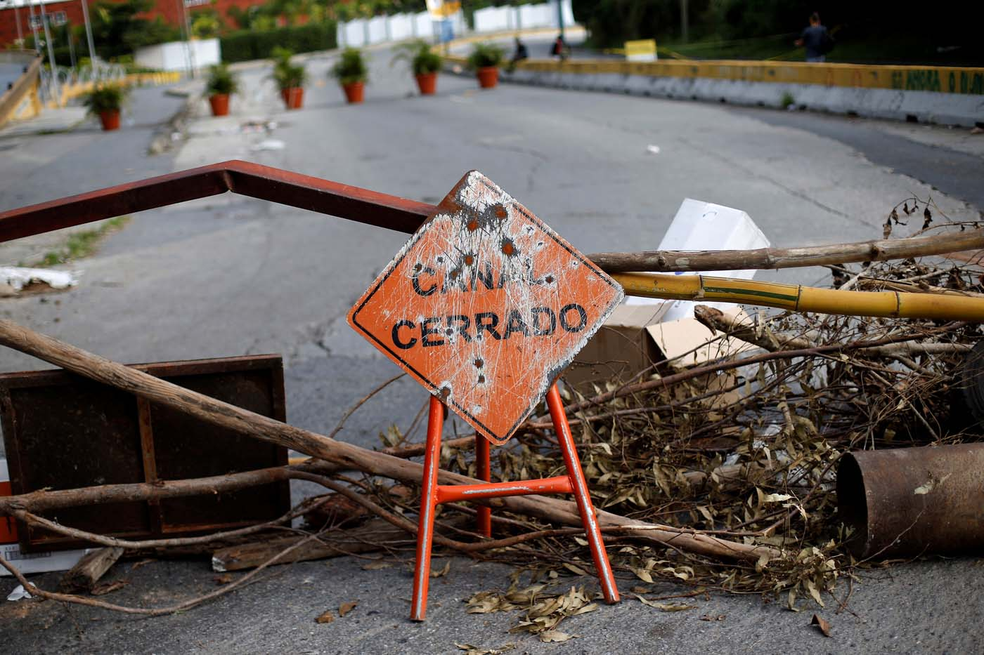 "A road sign that reads ""Closed way"" is seen in front of a barricade during a strike called to protest against Venezuelan President Nicolas Maduro's government in Caracas, Venezuela July 26, 2017. REUTERS/Andres Martinez Casares"