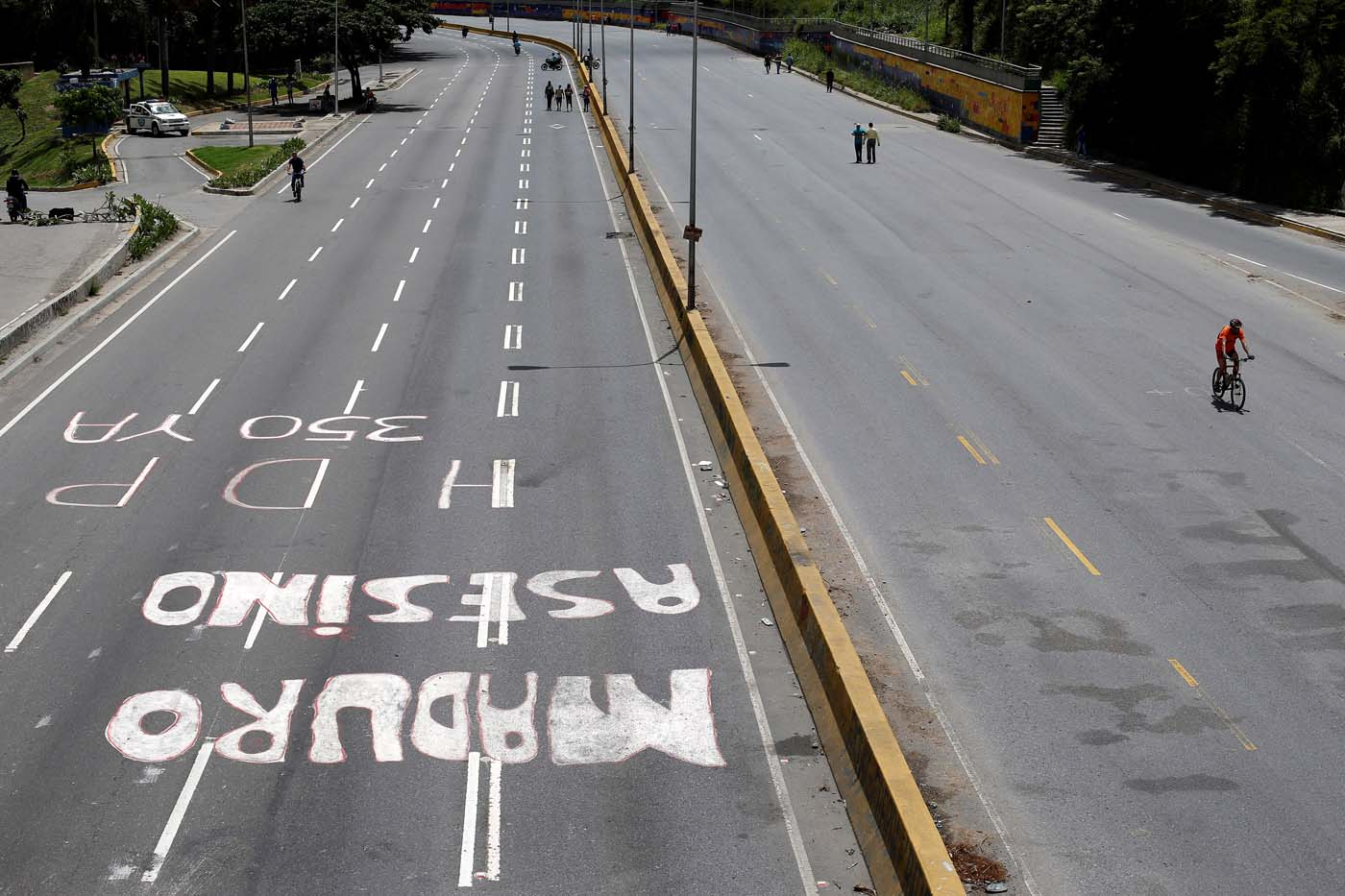 "A graffiti that reads ""Murderer Maduro"" is seen on a highway during a strike called to protest against Venezuelan President Nicolas Maduro's government in Caracas, Venezuela July 26, 2017. REUTERS/Andres Martinez Casares"