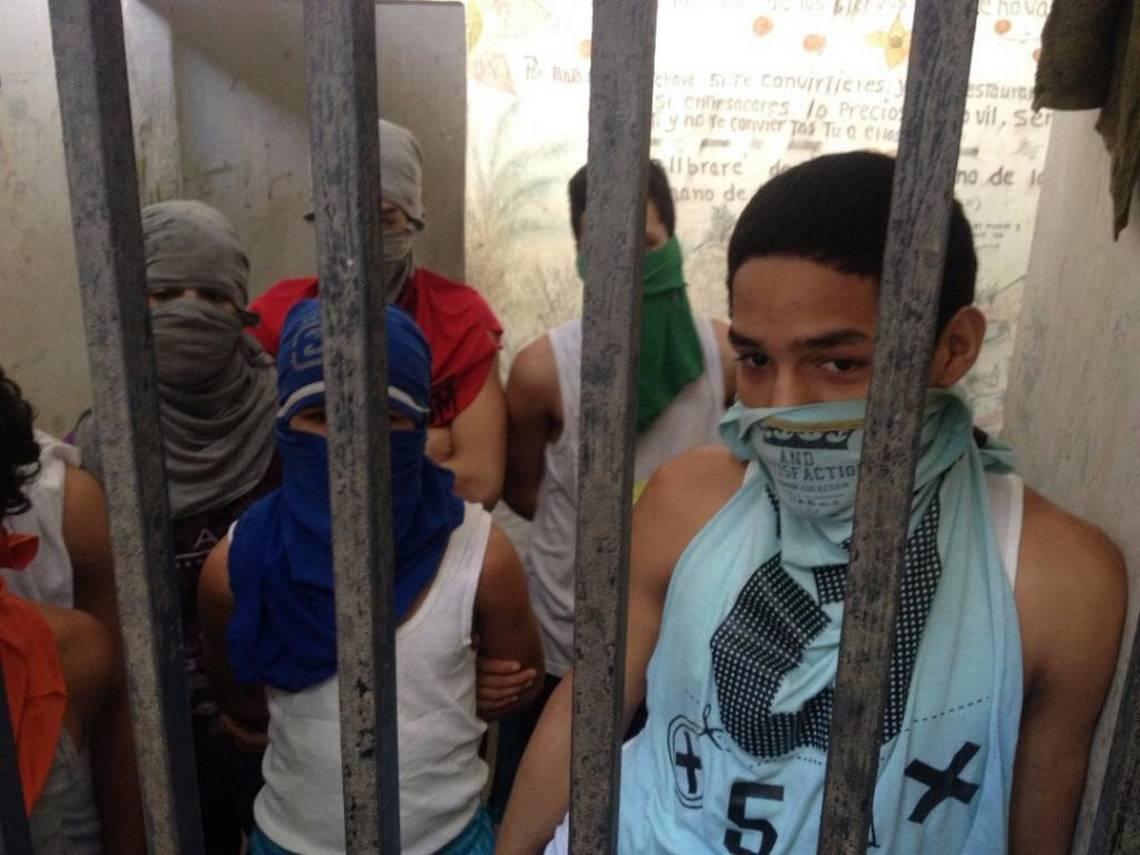 Adolescentes en conflicto con la ley en calabozo del estado Miranda, al centro de Venezuela. Foto: Angélica Lugo, investigadora de Una Ventana a la Libertad