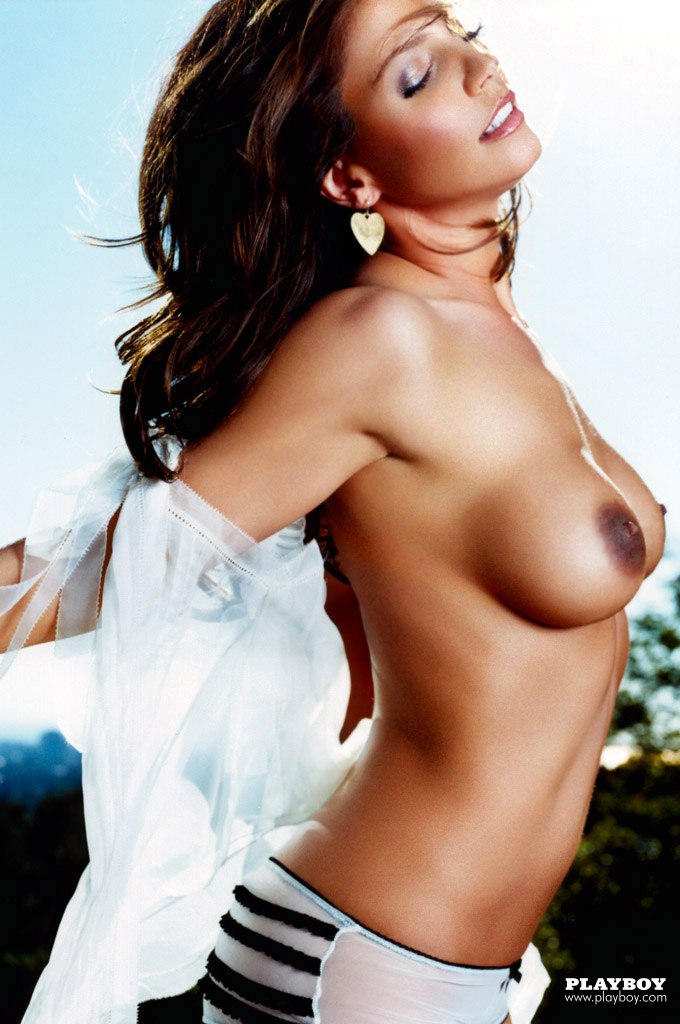 Charisma_Carpenter_Playboy-June-2004 (6)