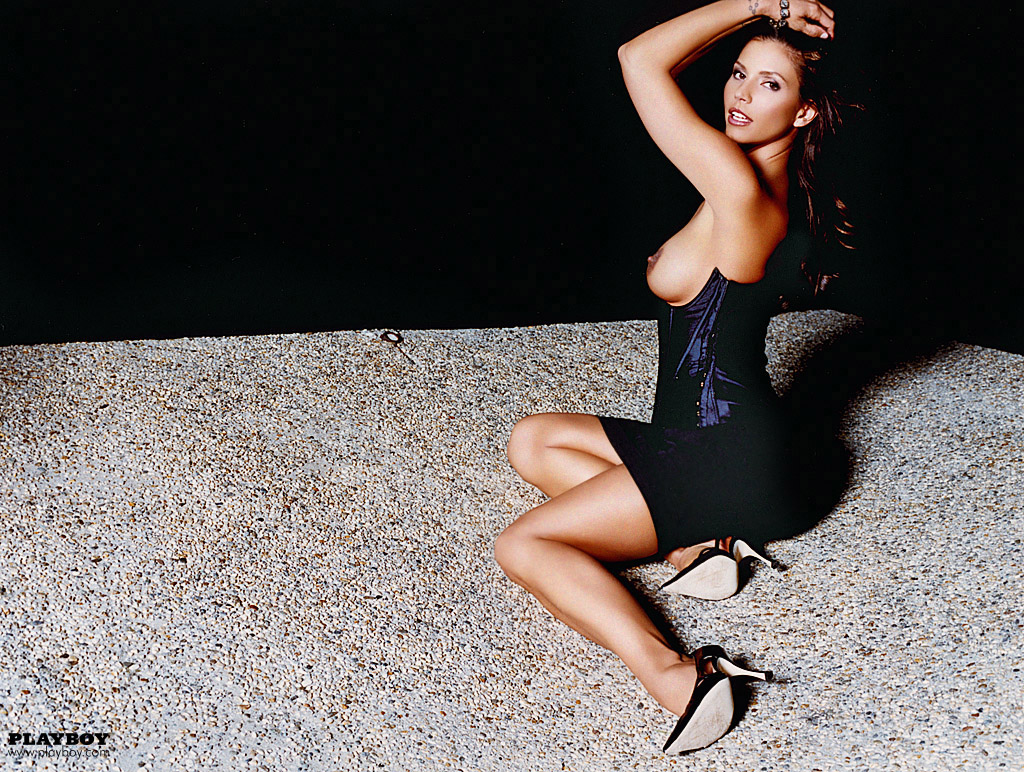 Charisma_Carpenter_Playboy-June-2004 (7)