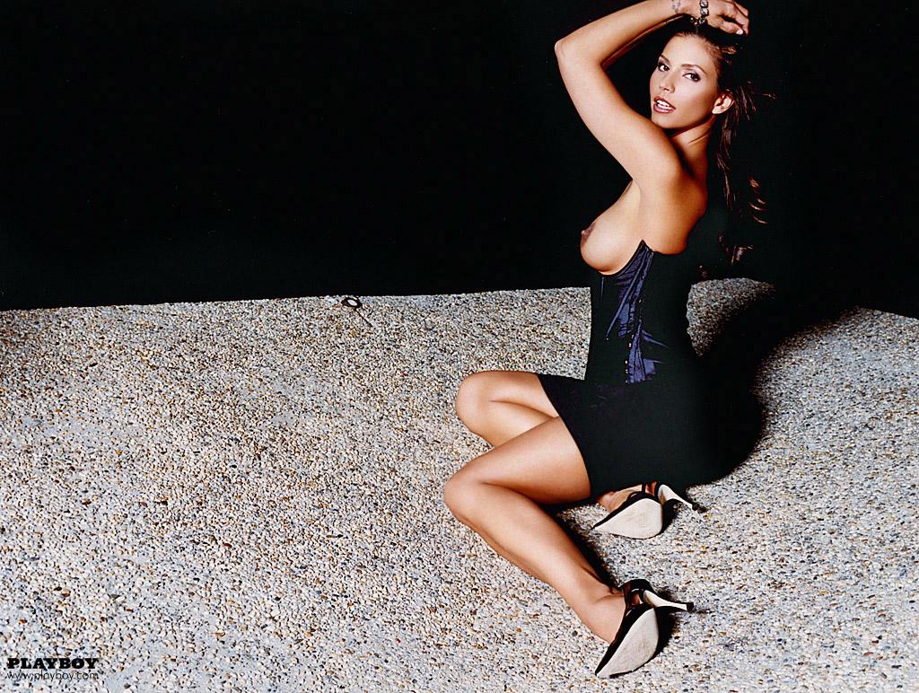 Charisma_Carpenter_Playboy-June-2004 (7)