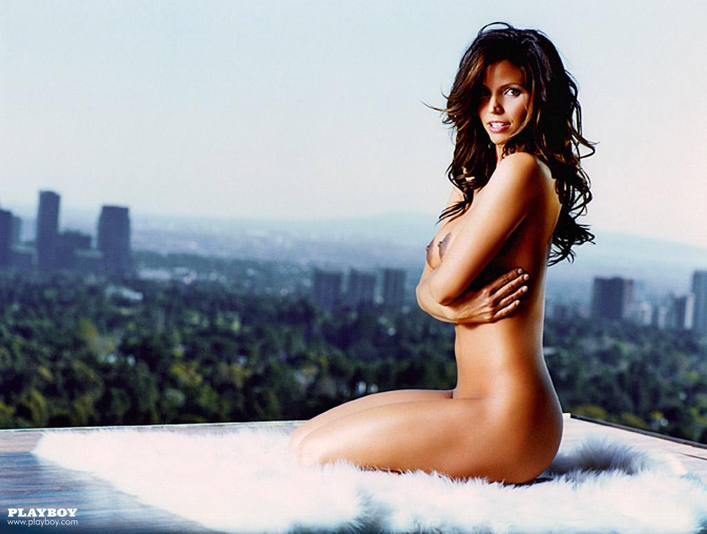 Charisma_Carpenter_Playboy-June-2004 (8)