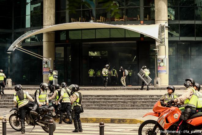 Represión dentro del Sambil / Foto: Will Jiménez