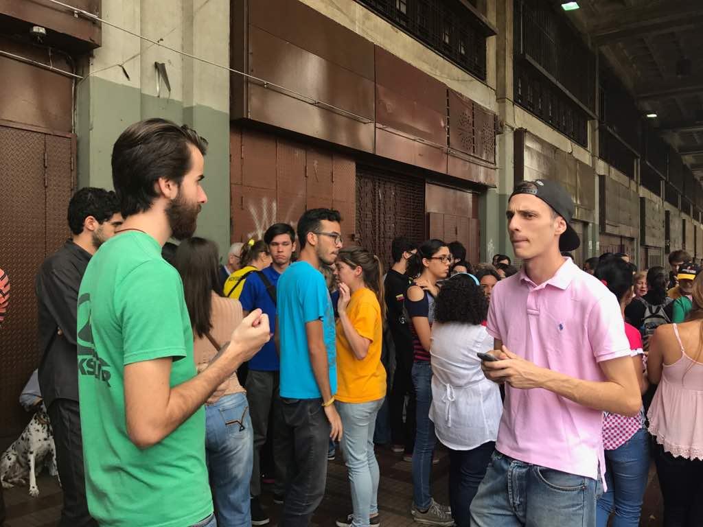 En el Palacio de Justicia familiares y compañeros de los estudiantes detenidos