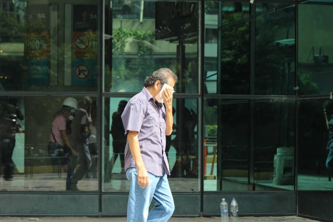 Represión en el Sambil / Foto: Régulo Gomez