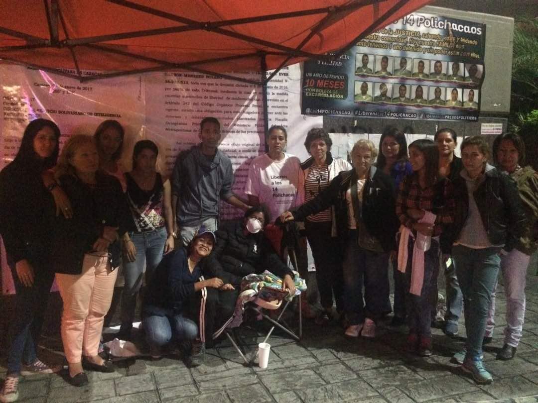 Los familiares de los funcionarios de Polichacao se mantienen en huelga de hambre. Foto: LaPatilla.com