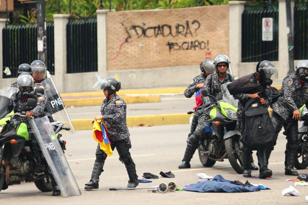 PNB arremetió contra manifestantes en Altamira (Foto: Will Jiménez / LaPatilla)