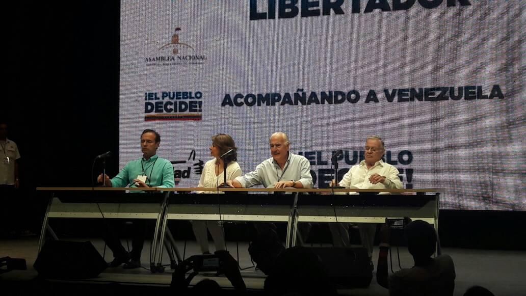Expresidentes de al menos cinco países asistieron como observadores internacionales. Foto: Eduardo Ríos / LaPatilla.com