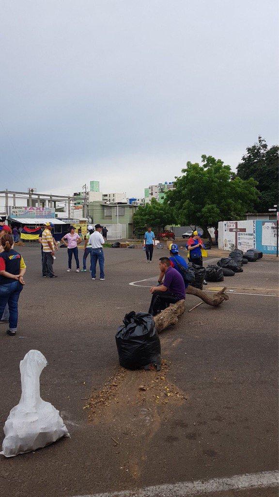 Segundo día de #ParoNacional sigue acatándose en Maracaibo (Videos + Fotos)