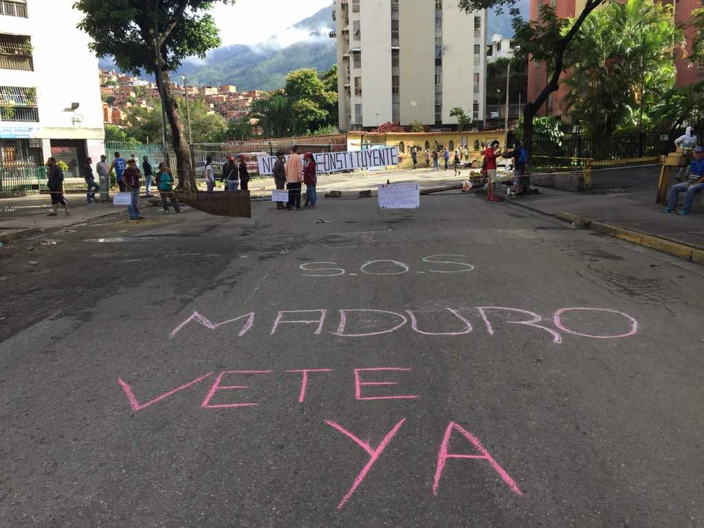 Calles y avenidas desiertas y con barricadas (Foto Lapatilla)