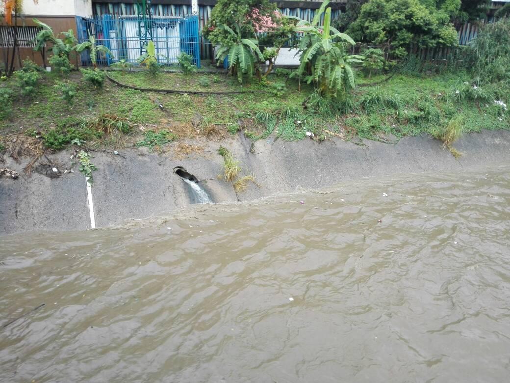 Foto: Así está el Río Guaire a causa de las lluvias de la tormenta Don  / Protección Civil