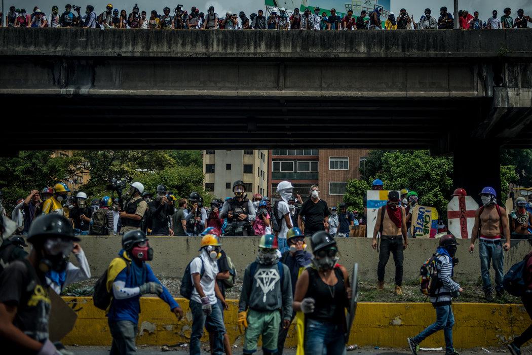 Manifestantes antigubernamentales en Caracas durante una protesta en mayo Credit Meridith Kohut para The New York Times