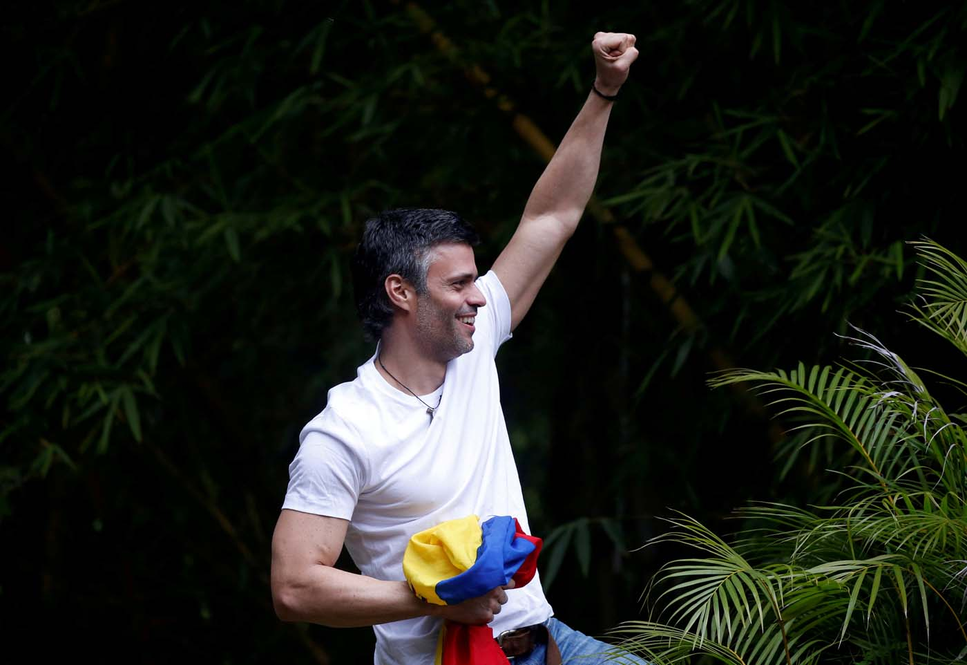 FILE PHOTO: Venezuela's opposition leader Leopoldo Lopez, who has been granted house arrest after more than three years in jail, salutes supporters, in Caracas, Venezuela July 8, 2017. REUTERS/Andres Martinez Casares/File Photo