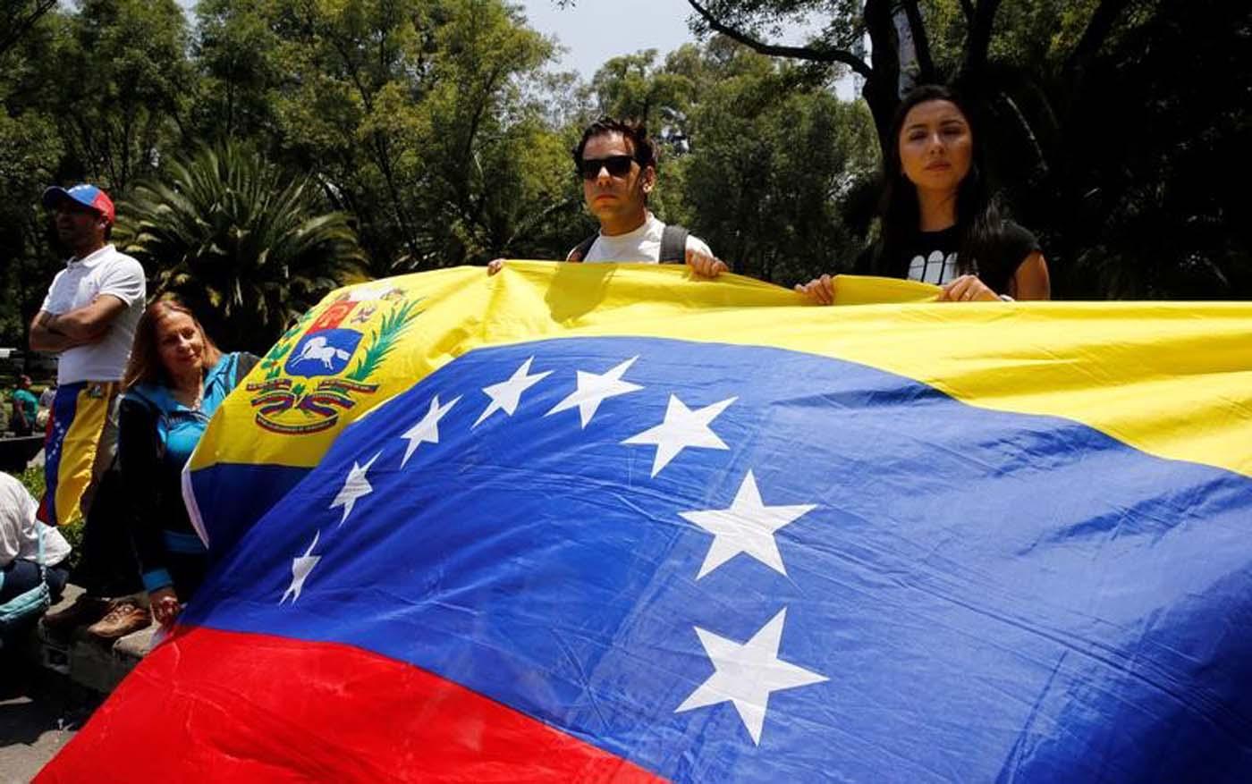 Foto de archivo. Bandera venezolana durante una protesta celebrada por venezolanos en México contra las elecciones de la Asamblea Constituyente de Venezuela. 30 julio 2017. REUTERS/Henry Romero - RTS19S04