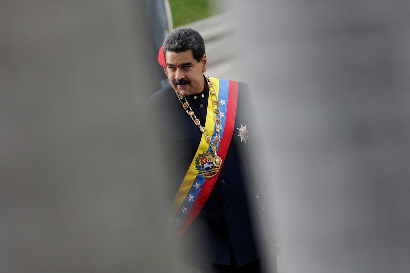 Venezuela's President Nicolas Maduro is pictured between palm trees as he arrives for a session of the National Constituent Assembly at Palacio Federal Legislativo in Caracas, Venezuela August 10, 2017. REUTERS/Ueslei Marcelino