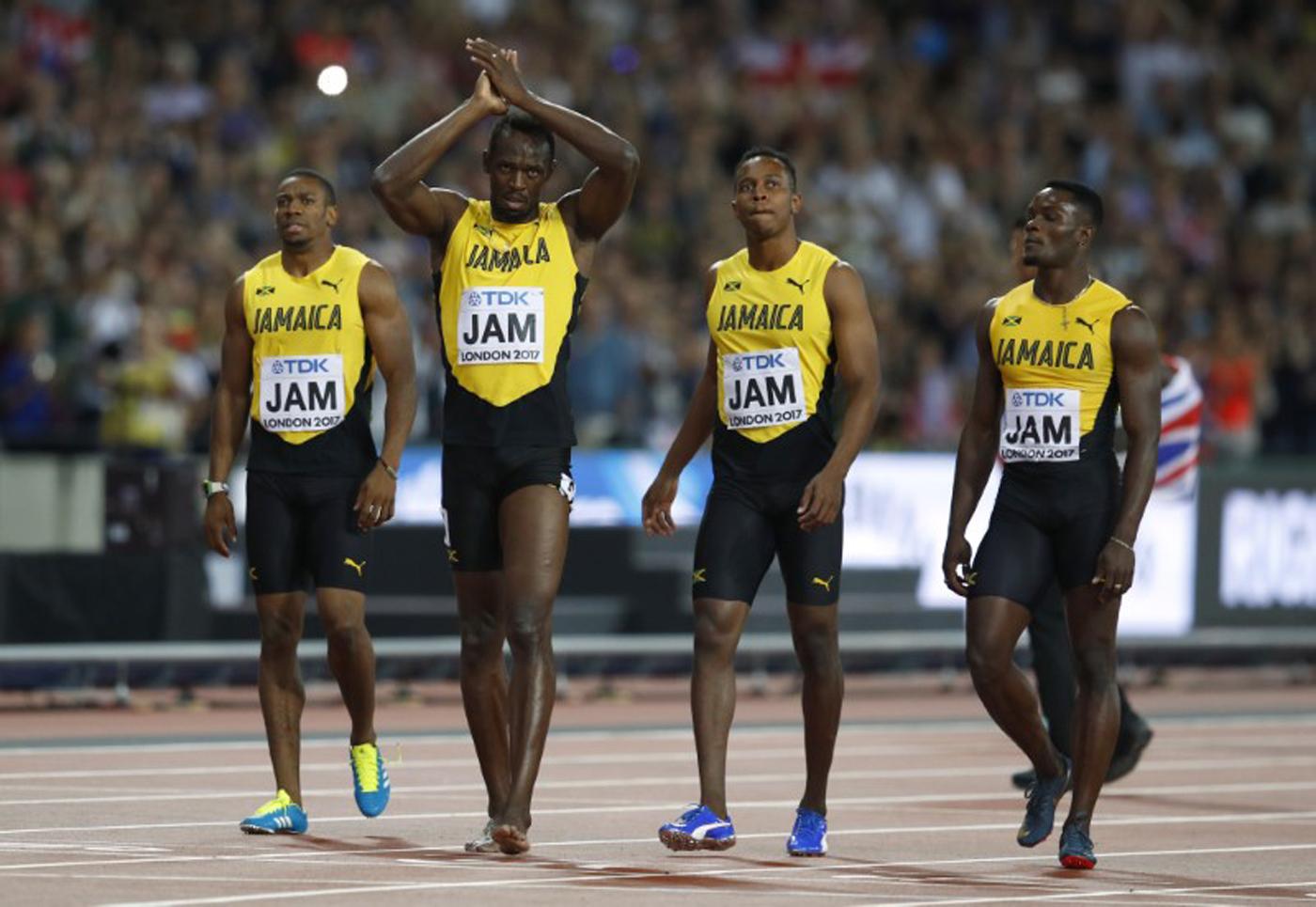 Atletismo - Campeonato Mundial de Atletismo - Final Posta Masculina 4x100 Metros - Estadio de Londres, Londres, Reino Unido – 12 de agosto, 2017. Omar McLeod, Julian Forte, Yohan Blake y Usain Bolt de Jamaica reaccionan después de la final. REUTERS/Phil Noble
