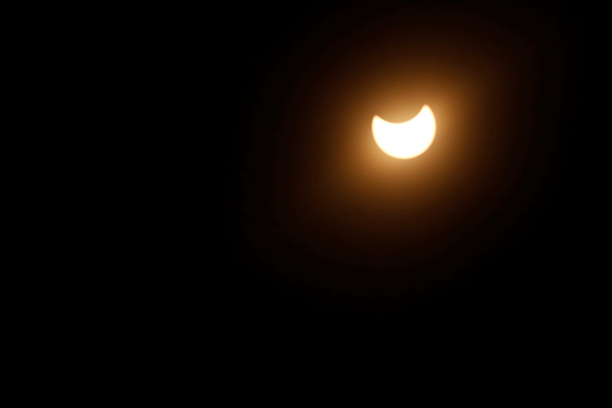 """Partial solar eclipse in Los Angeles, California, U.S., August 21, 2017. Location coordinates for this image are 34°7'9""""N 118°18'1""""W . REUTERS/Mario Anzuoni"""