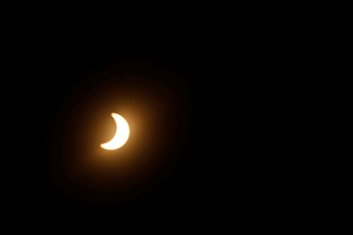 """Partial solar eclipse in Los Angeles, California, U.S., August 21, 2017. Location coordinates for this image are 34°7'9""""N 118°18'1""""W. REUTERS/Mario Anzuoni"""