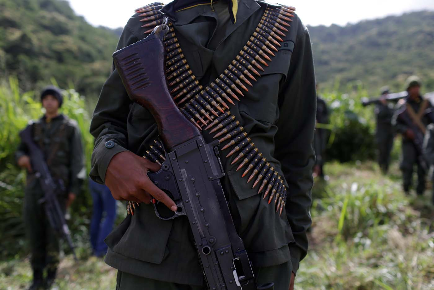 A member of the National Bolivarian Armed Forces holds a rifle as he attends a news conference by Admiral-in-Chief Remigio Ceballos, Strategic Operational Commander of the Bolivarian National Armed Forces, during military exercises at Fuerte Tiuna Military Base in Caracas, Venezuela August 25, 2017. REUTERS/Marco Bello