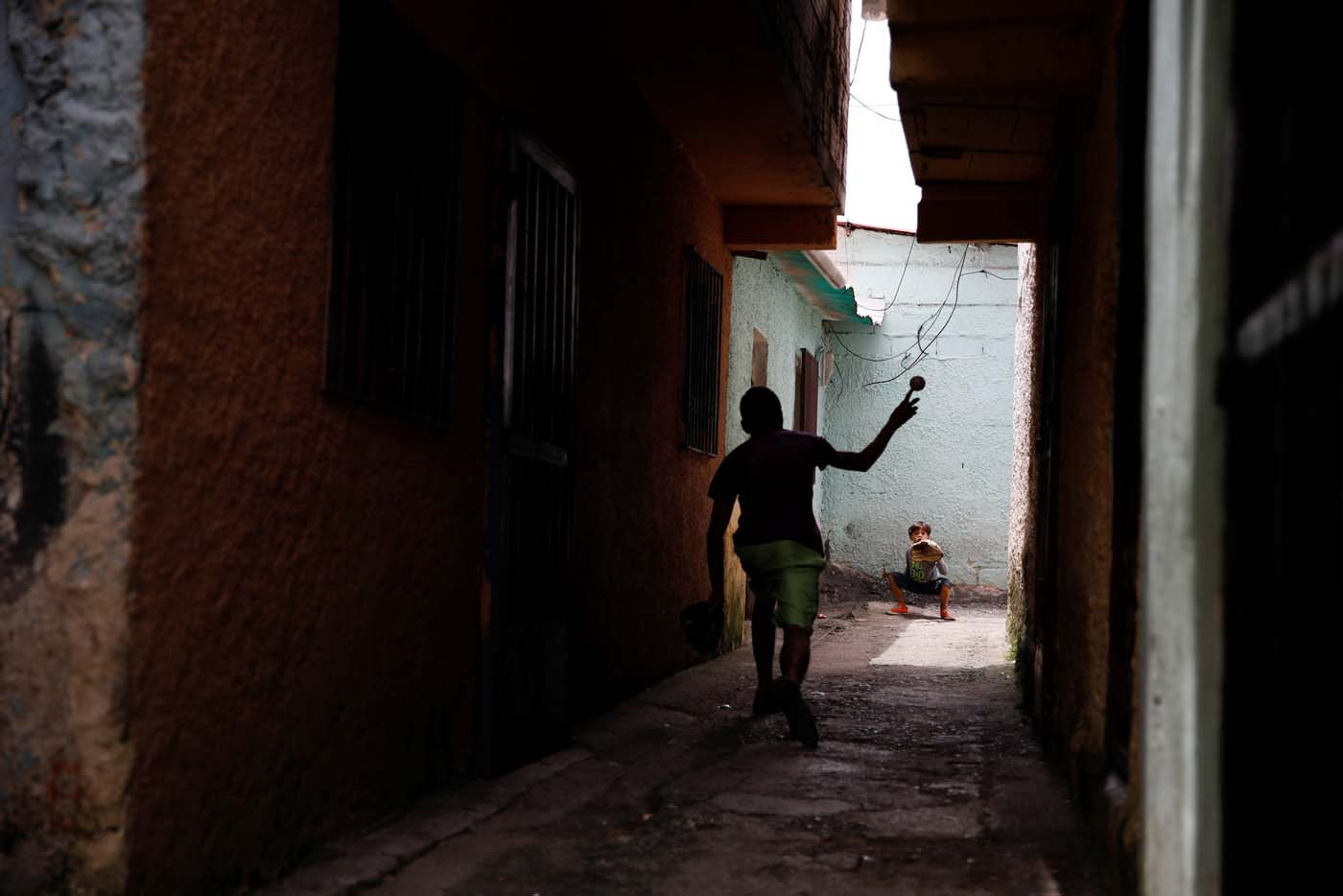 Aiberth Tovar (R), 7, practices baseball in front of his house in Caracas, Venezuela August 30, 2017. Picture taken August 30, 2017. REUTERS/Carlos Garcia Rawlins