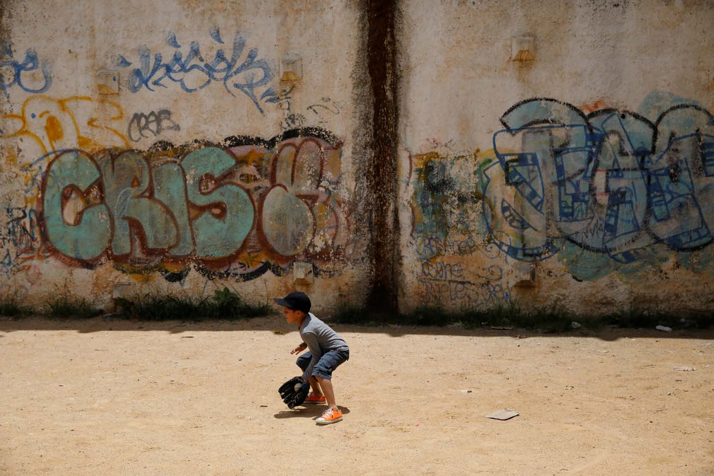 Aiberth Tovar, 7, practices baseball close his house in Caracas, Venezuela August 30, 2017. Picture taken August 30, 2017. REUTERS/Carlos Garcia Rawlins