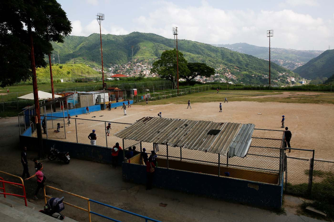 Children play baseball during a championship in Caracas, Venezuela August 24, 2017. Picture taken August 24, 2017. REUTERS/Carlos Garcia Rawlins