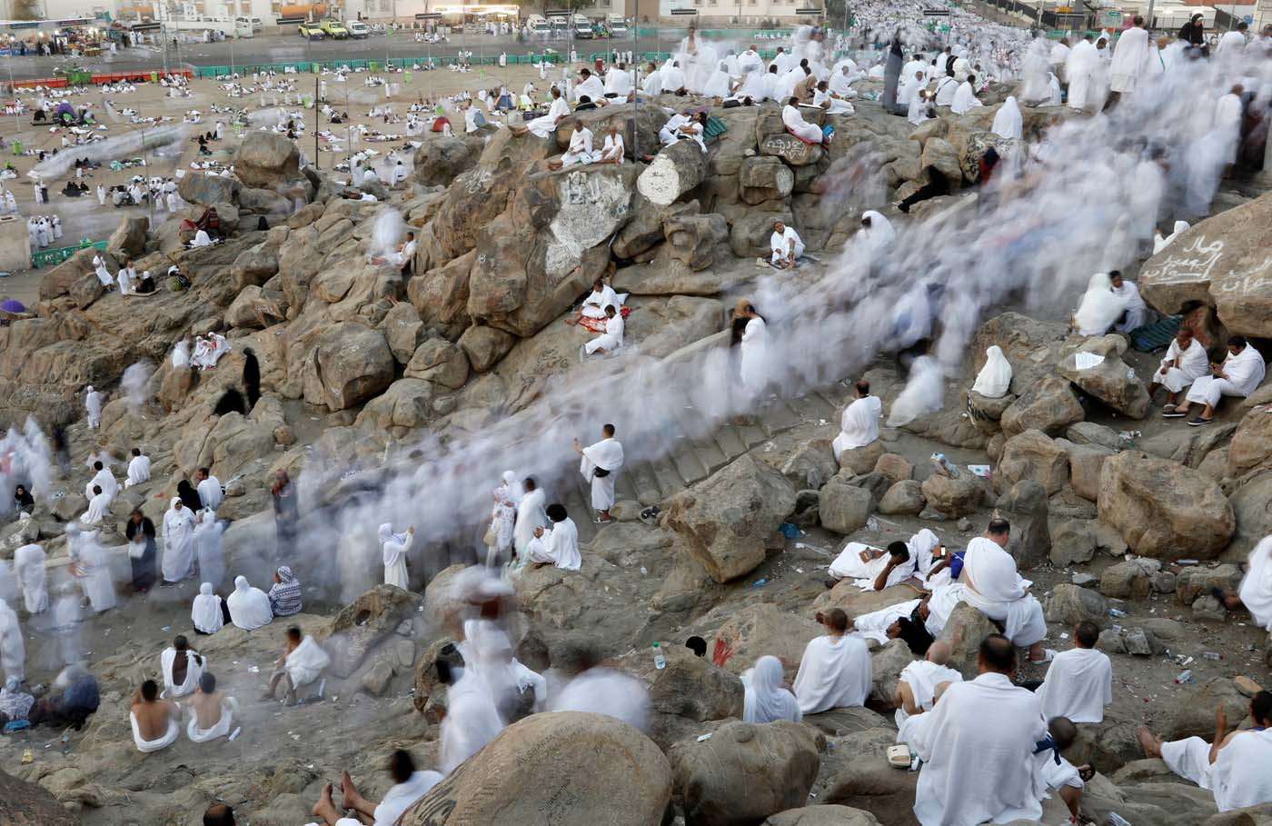 Muslim pilgrims gather on Mount Mercy on the plains of Arafat during the annual haj pilgrimage, outside the holy city of Mecca, Saudi Arabia August 31, 2017. Picture taken with long exposure.  REUTERS/Suhaib Salem