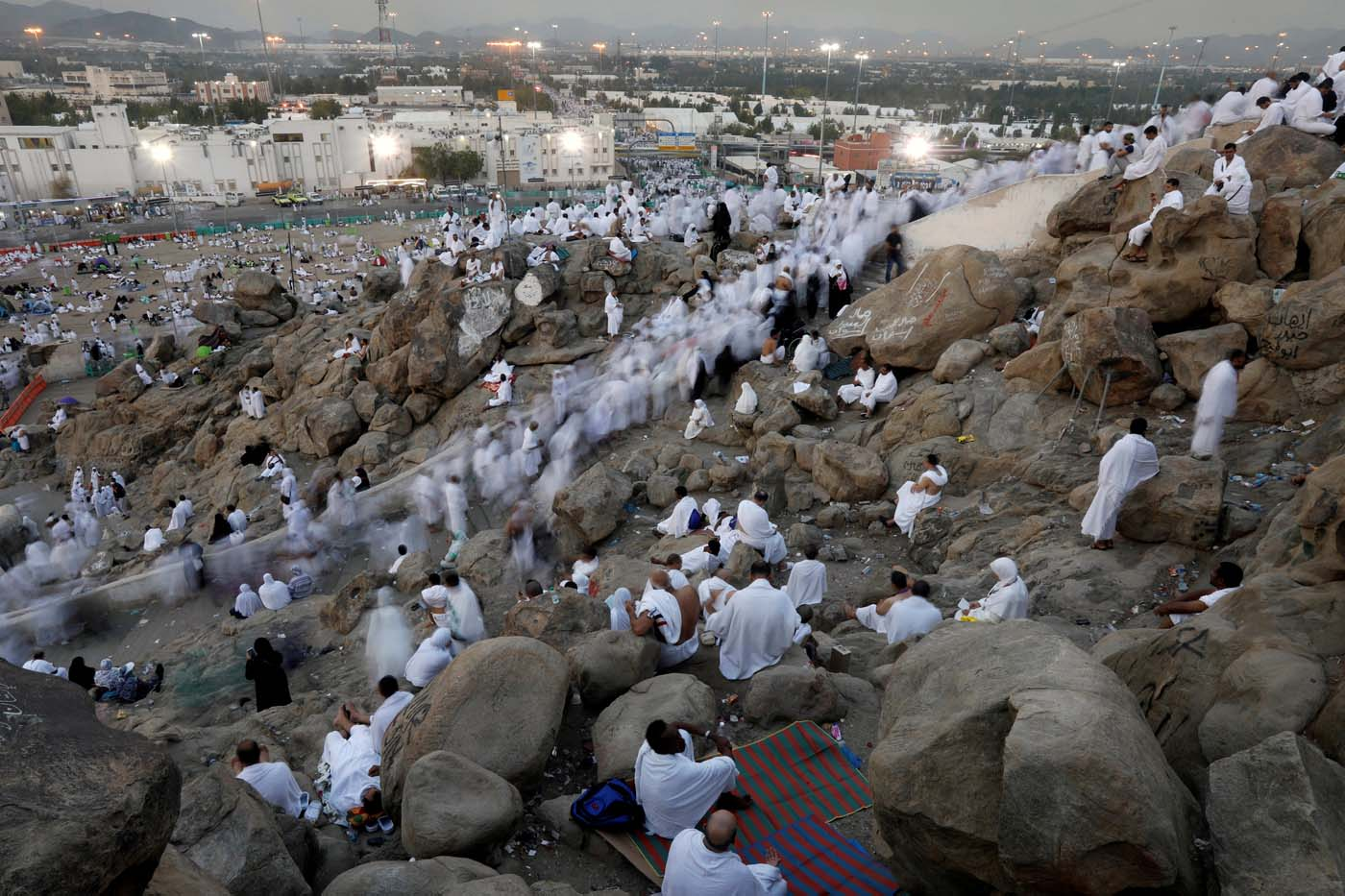 Muslim pilgrims gather on Mount Mercy on the plains of Arafat during the annual haj pilgrimage, outside the holy city of Mecca, Saudi Arabia August 31, 2017.  REUTERS/Suhaib Salem     TPX IMAGES OF THE DAY