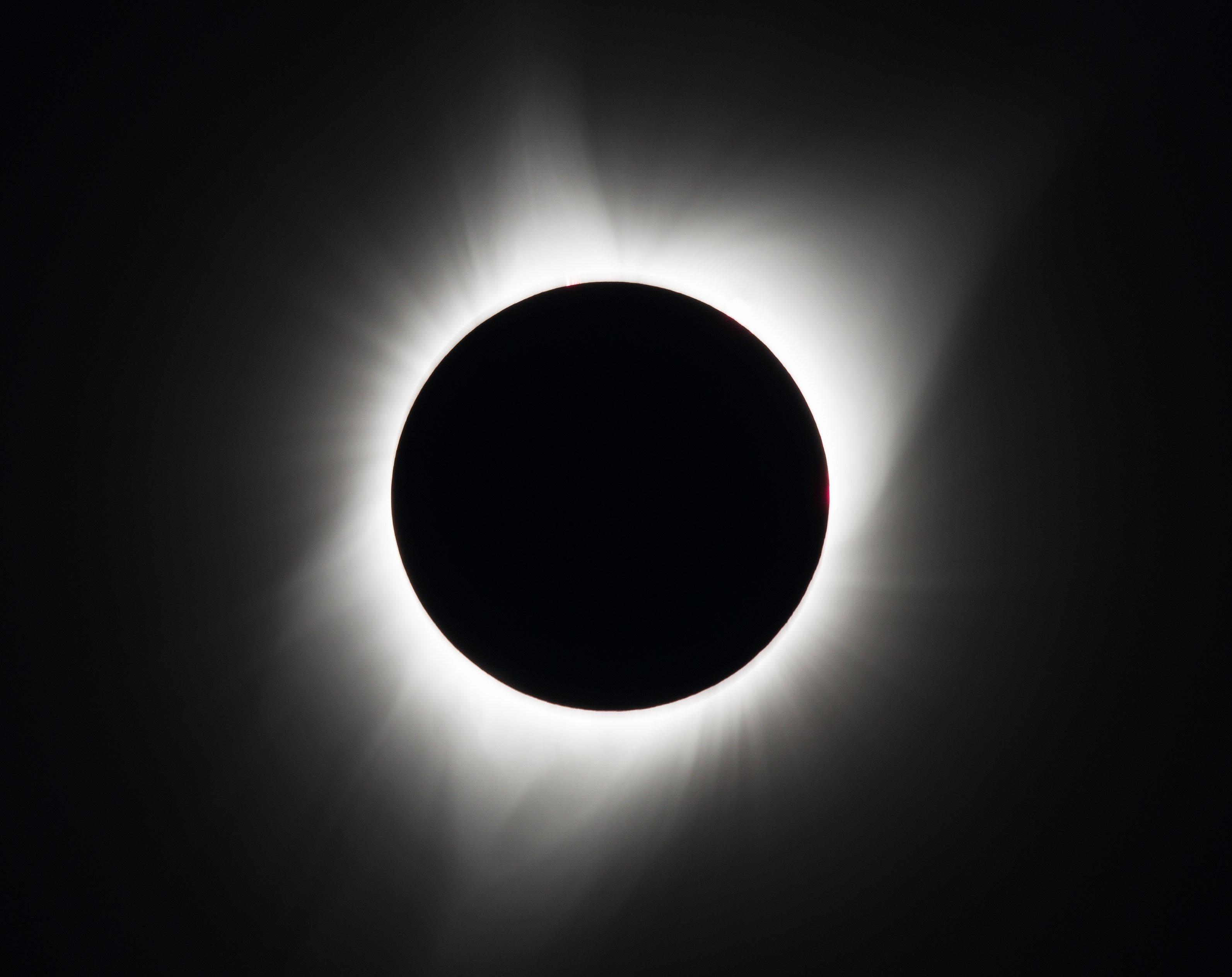 GRE01 MADRAS (ESTADOS UNIDOS), 21/08/2017.- Fotografía cedida por la NASA que muestra el eclipse solar total visto desde Madras, Oregon (Estados Unidos) hoy, 21 de agosto del 2017. El eclipse de hoy será un acontecimiento en EE.UU., donde será total y se podrá ver de costa a costa. EFE/NASA/Aubrey Gemignani/CRÉDITO OBLIGATORIO/NASA/AUBREDY GEMIGNANI/FOTOGRAFÍA CEDIDA/SÓLO USO EDITORIAL/PROHIBIDA SU VENTA