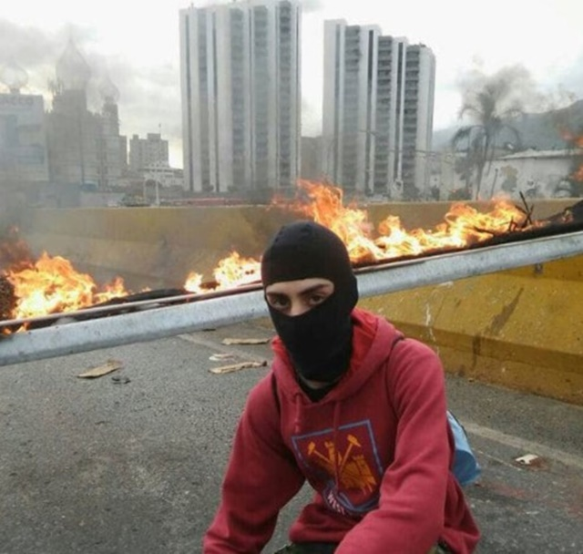 Los manifestantes tapaban sus caras para evitar represalias del régimen chavista