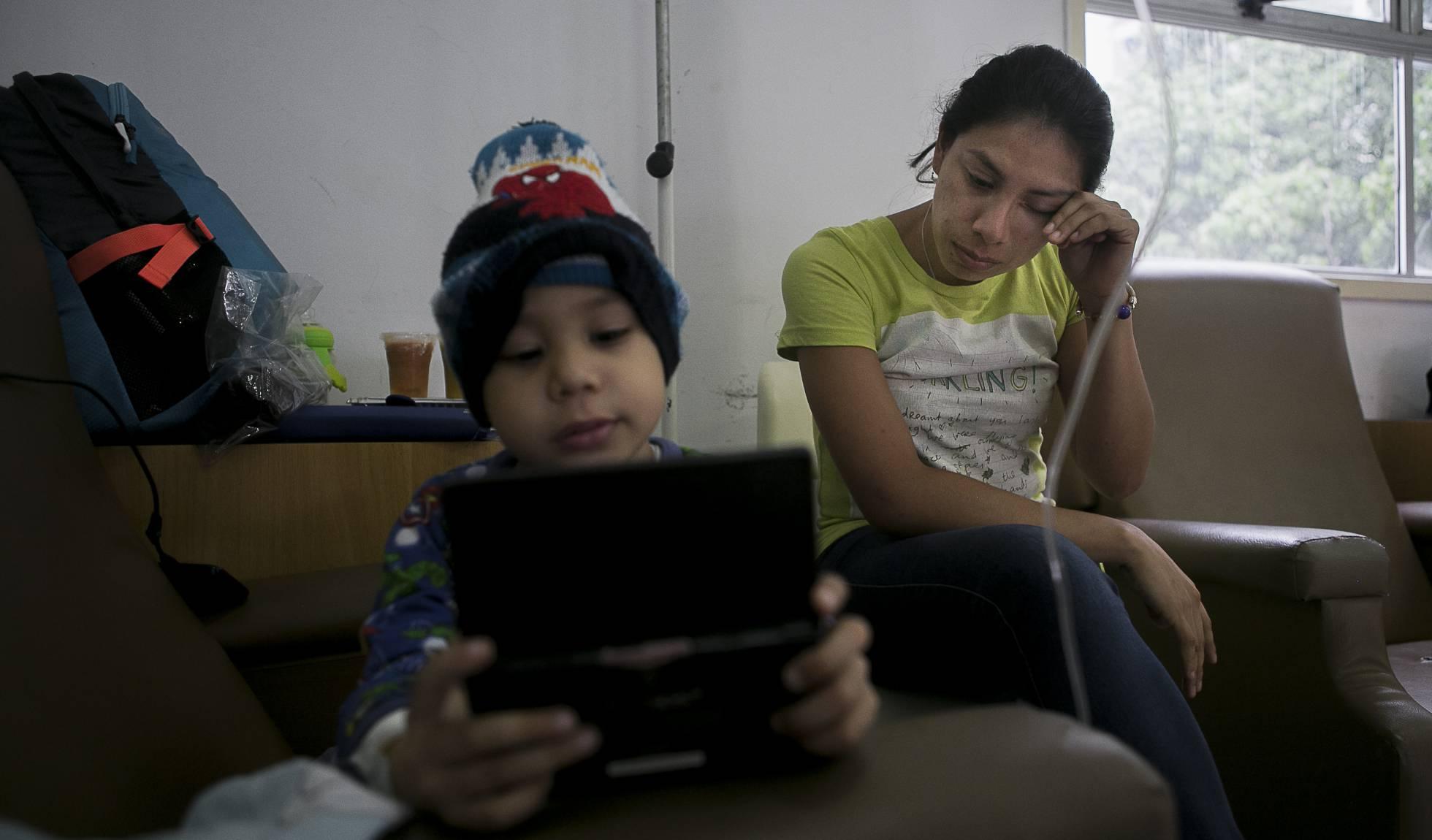 La crisis humanitaria que Delcy Eloína niega: Escasez de medicinas en hospitales deja a miles de venezolanos sin tratamiento