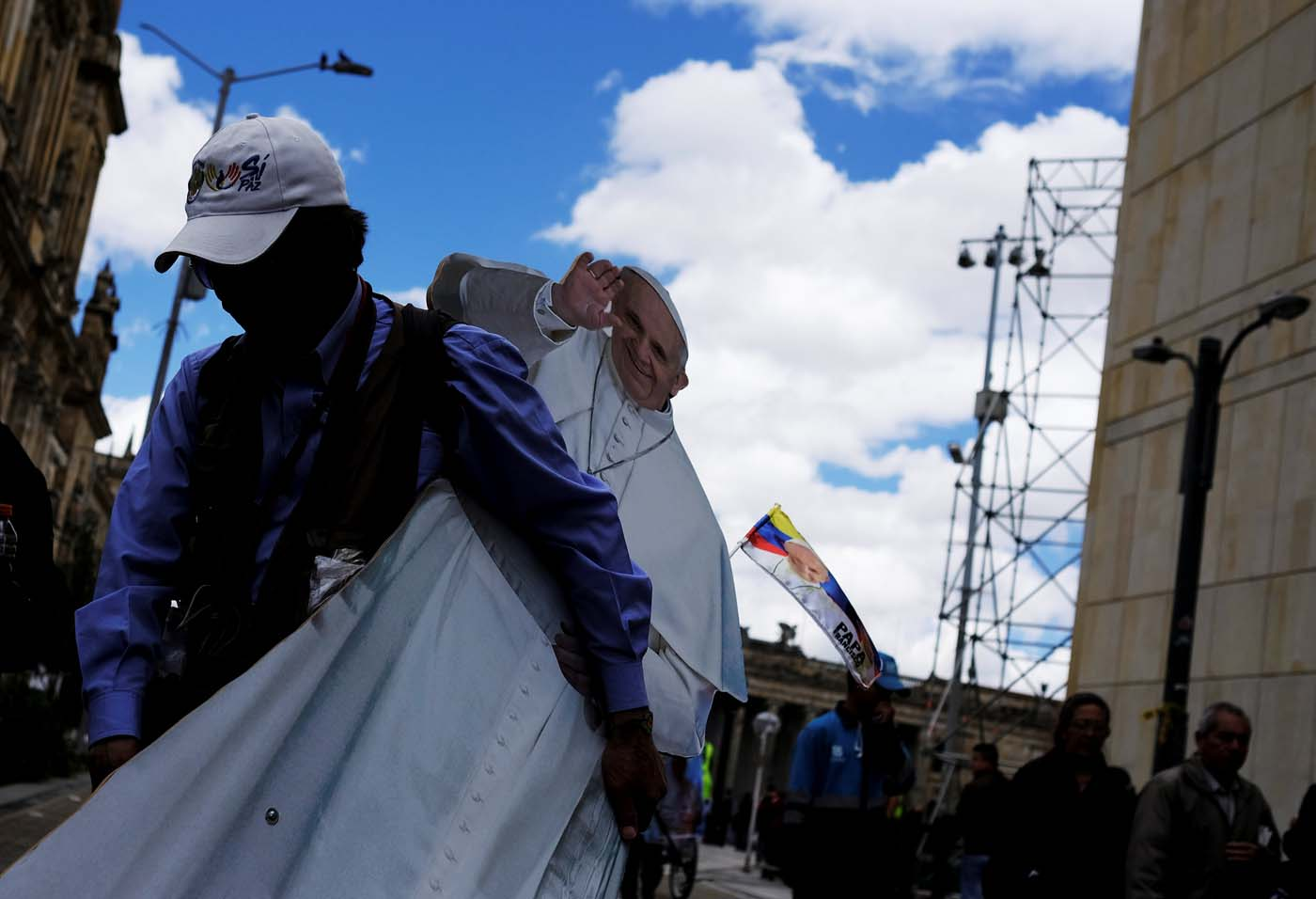 A man carries an image of Pope Francisco near Bolivar square in Bogota, Colombia September 4, 2017. REUTERS/Nacho Doce