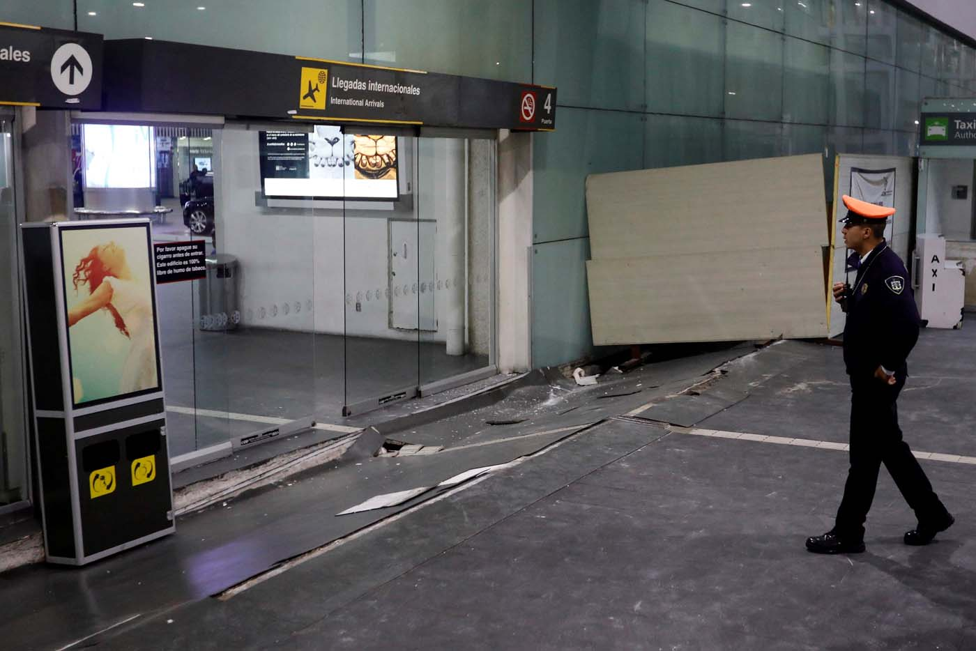 A view of damages on the floor in an entrance of the Benito Juarez international airport after an earthquake hit Mexico City, Mexico, September 8, 2017. REUTERS/Edgard Garrido