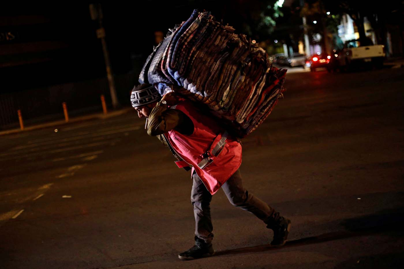 A volunteer carries blankets after an earthquake hit Mexico City, Mexico, September 8, 2017. REUTERS/Edgard Garrido