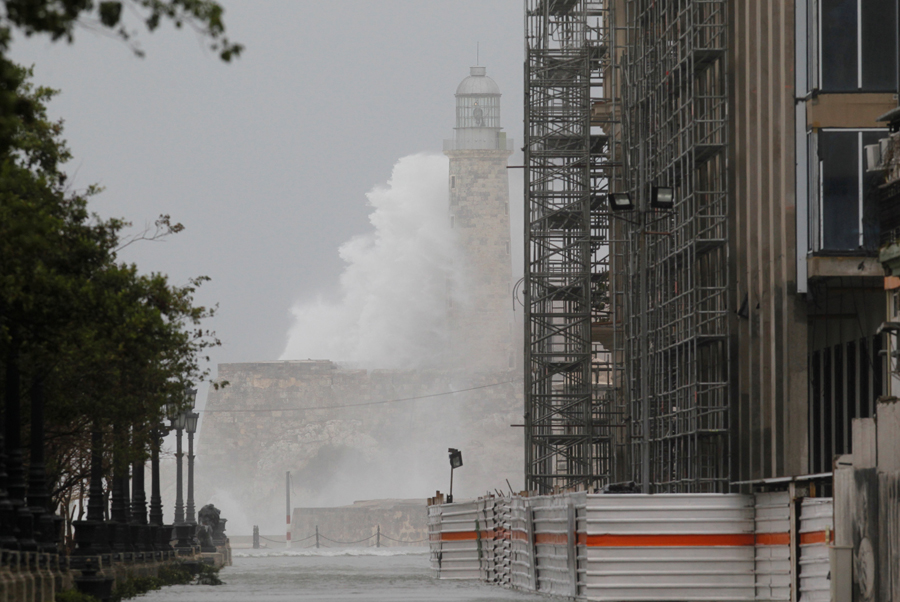 Waves crash against the lighthouse after the passing of Hurricane Irma, in Havana, Cuba, September 10, 2017. REUTERS/Stringer NO SALES. NO ARCHIVES