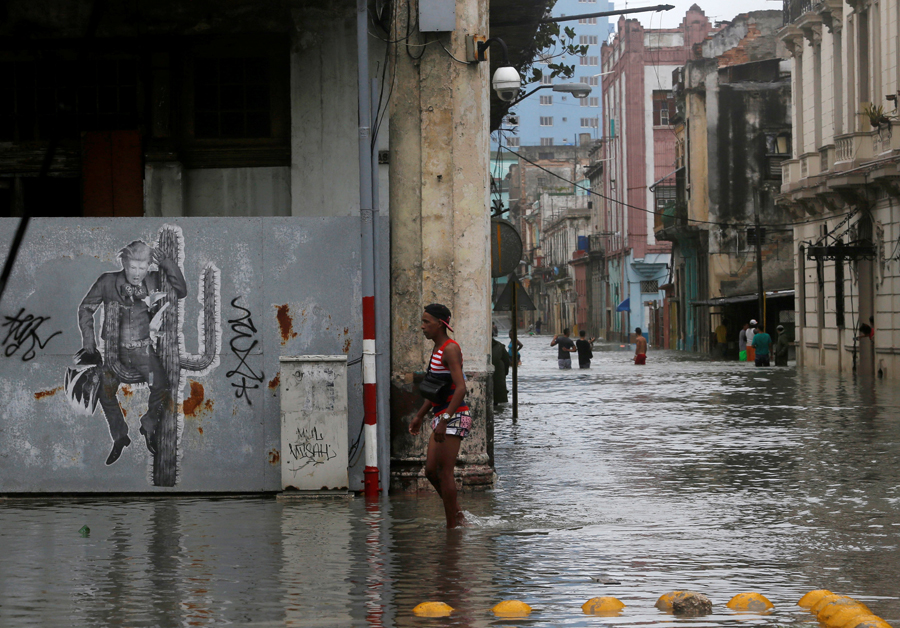 People wade through flooded streets after the passing of Hurricane Irma, in Havana, Cuba, September 10, 2017. REUTERS/Stringer NO SALES. NO ARCHIVES.