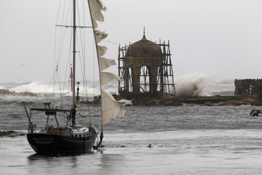 Waves crash against the Mudejar gazebo at the Almendares river, after the passing of Hurricane Irma, in Havana, Cuba, September 10, 2017. REUTERS/Stringer NO SALES. NO ARCHIVES
