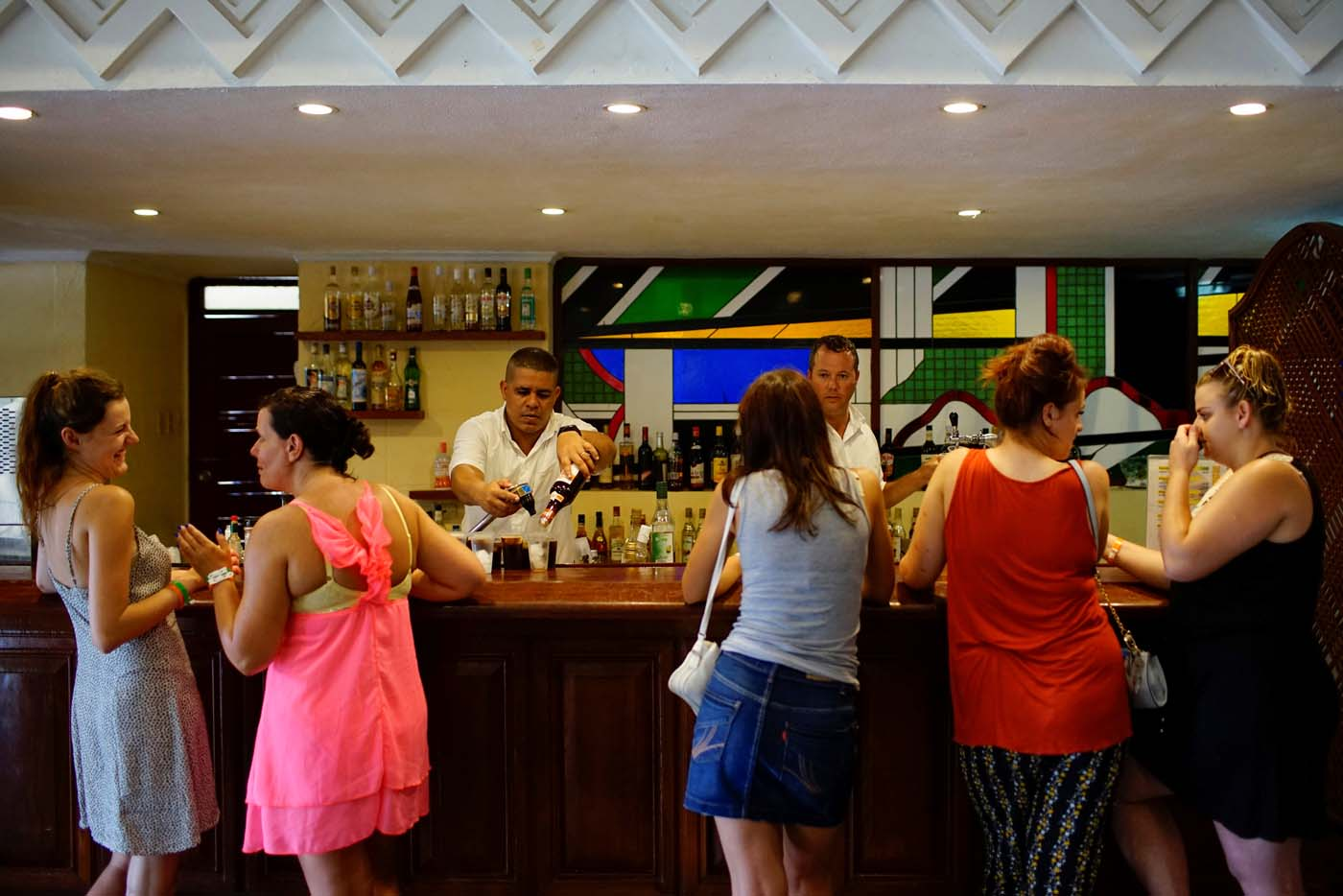 Tourists gather in a hotel bar a day after the passage of Hurricane Irma in Varadero, Cuba, September 10, 2017. REUTERS/Alexandre Meneghini