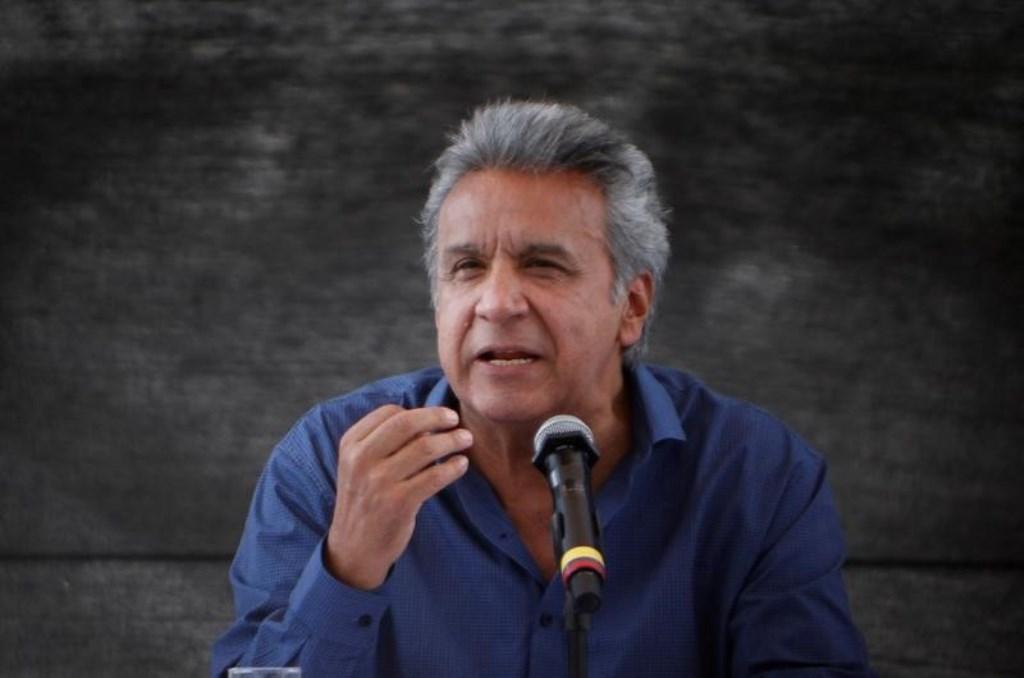 El presidente de Ecuador, Lenín Moreno, habla a los medios durante una visita a la refinería Esmeraldas, Ecuador, 15 de agosto de 2017, REUTERS/Daniel Tapia