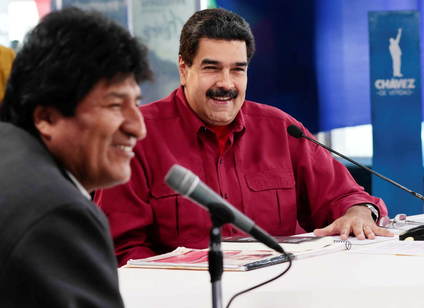 "Venezuela's President Nicolas Maduro (R) speaks during his weekly broadcast ""Los Domingos con Maduro"" (The Sundays with Maduro), next to Bolivia's President Evo Morales, in Caracas, Venezuela September 17, 2017. Miraflores Palace/Handout via REUTERS ATTENTION EDITORS - THIS PICTURE WAS PROVIDED BY A THIRD PARTY."
