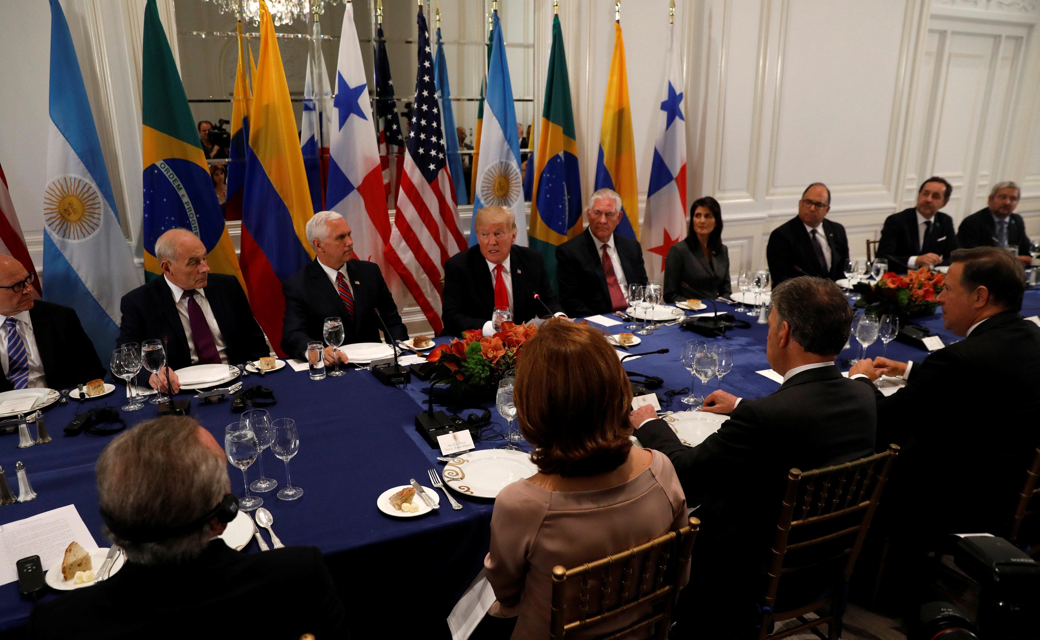 El presidente de Estados Unidos, Donald Trump, participa en una cena con líderes latinoamericanos en Nueva York, EEUU, 18 de septiembre de 2017. REUTERS/Kevin Lamarque