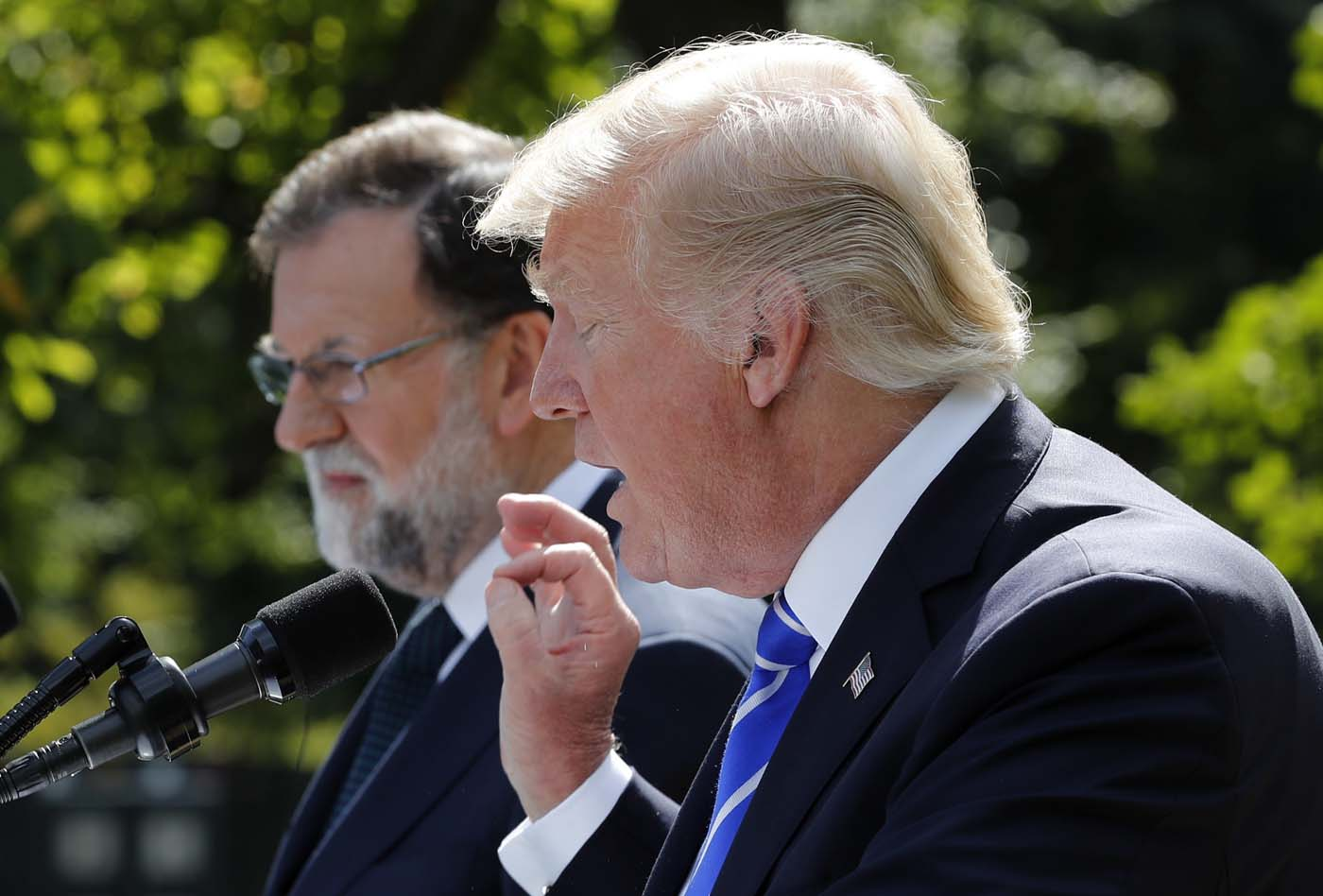 Spanish Prime Minister Mariano Rajoy and U.S. President Donald Trump hold a joint news conference in the Rose Garden at the White House in Washington, U.S., September 26, 2017. REUTERS/Jonathan Ernst