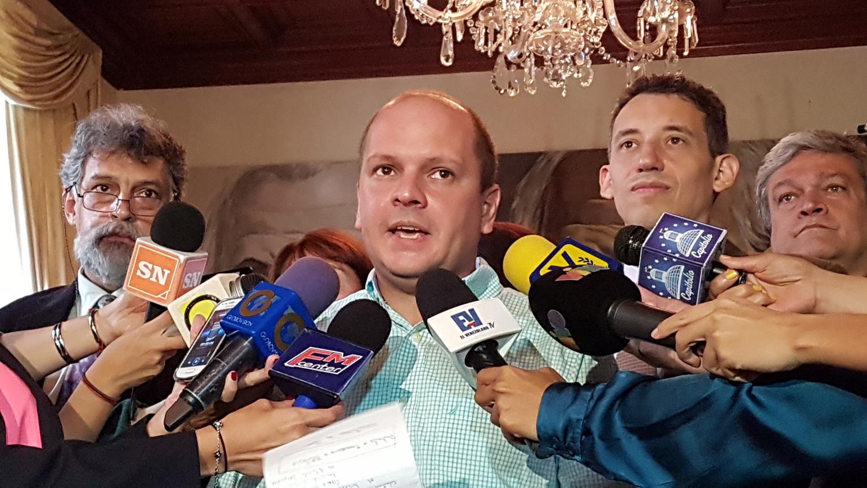 Diputado Ángel Medina exige al gobierno explicar la escasez de gasolina