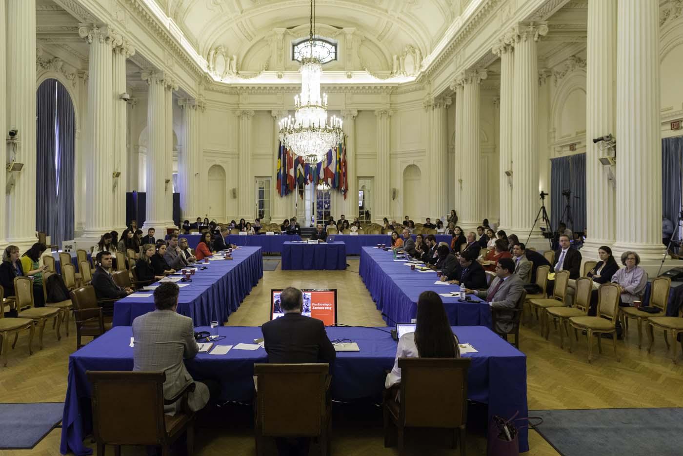 MIA16. WASHINGTON (DC, EE.UU.), 15/09/2017.- Fotografía cedida por la OEA de una vista general de la audiencia pública en la que se determinará si hay fundamento para denunciar al Gobierno de Venezuela por crímenes de lesa humanidad ante la Corte Penal Internacional (CPI), hoy viernes, 15 de septiembre 2017, en la sede de la Organización de los Estados Americanos (OEA) en Washington, DC (EE.UU.). El secretario general de la Organización de los Estados Americanos (OEA), Luis Almagro, ha nombrado a tres juristas de Argentina, Costa Rica y Canadá para que evalúen si hay base para llevar al Gobierno de Venezuela ante la Corte Penal Internacional (CPI). EFE/Juan Manuel Herrera/OEA/SOLO USO EDITORIAL/NO VENTAS