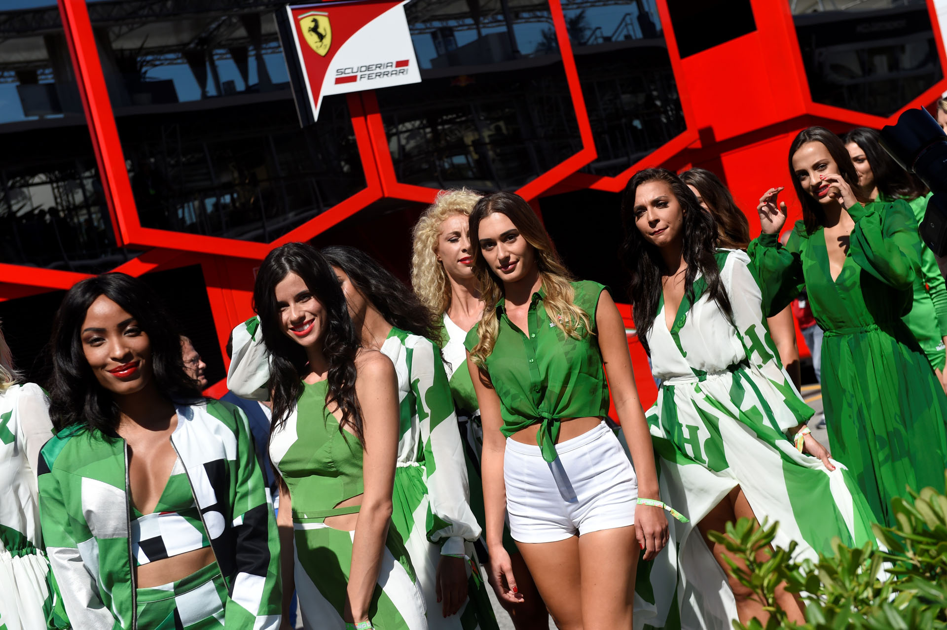 Grid girls arrive for the pit lane walk ahead of the Italian Formula One Grand Prix at the Autodromo Nazionale circuit in Monza on September 3, 2017. / AFP PHOTO / Miguel MEDINA