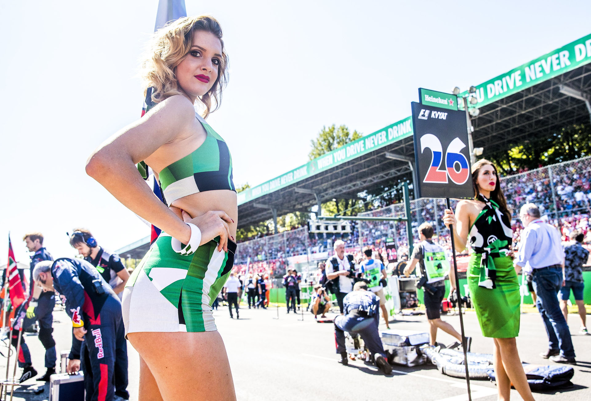 SUKI29. Monza (Italy), 03/09/2017.- Italian Grid girls prior to 2017 Formula One Grand Prix of Italy at the Formula One circuit in Monza, Italy, 03 September 2017. (Fórmula Uno, Italia) EFE/EPA/SRDJAN SUKI